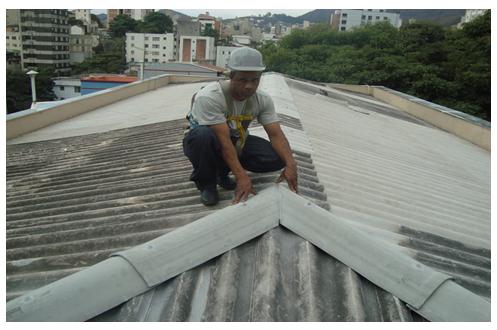 Tempo de revisar o telhado do condomínio