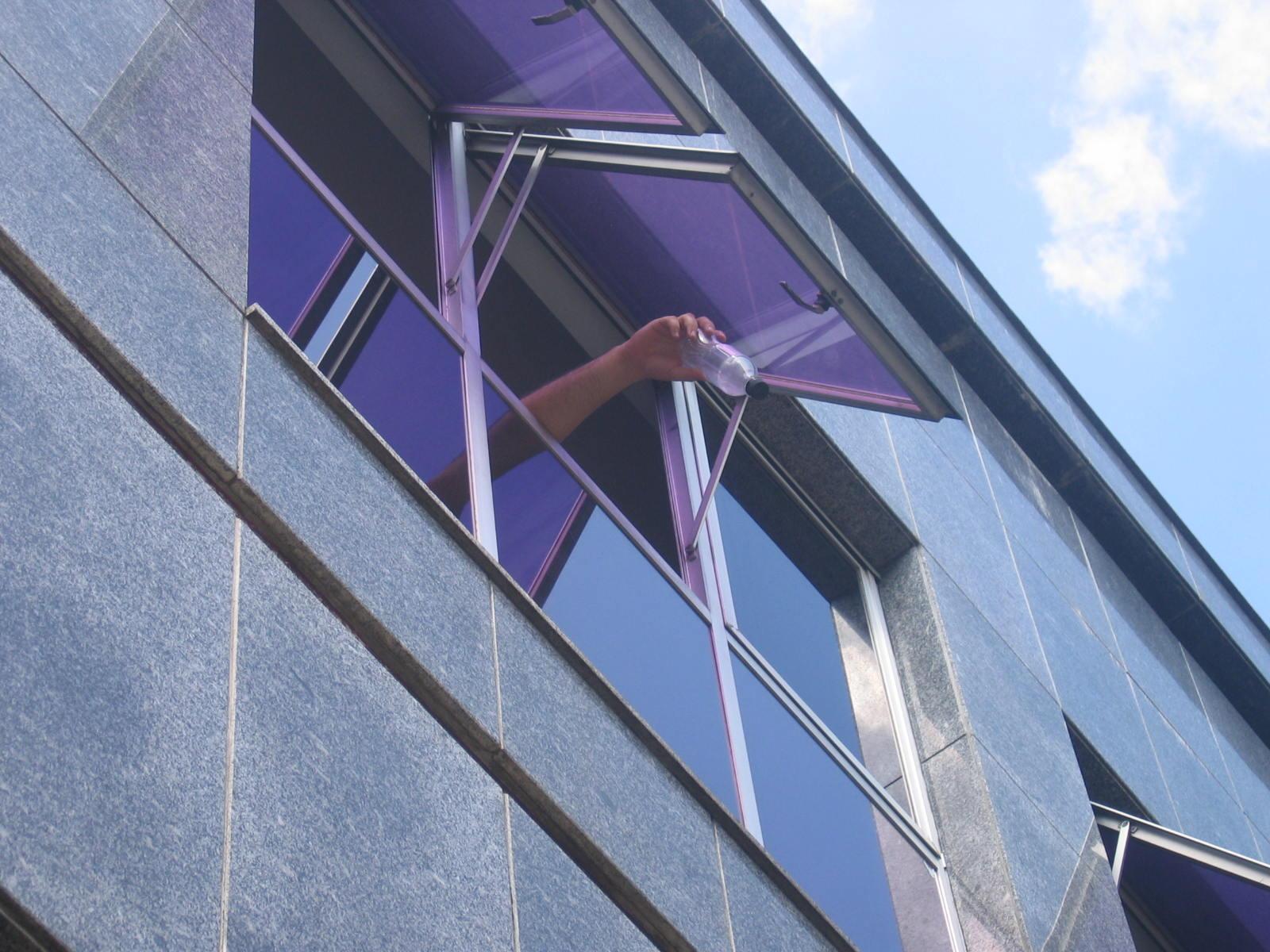 Quem é responsável pelo que cai das janelas dos condomínios?