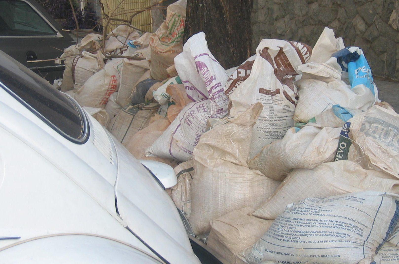 Síndico deve orientar descarte adequado de resíduos de obras
