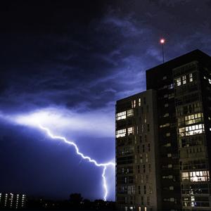 Condomínios redobram atenção à rede elétrica na época de chuvas