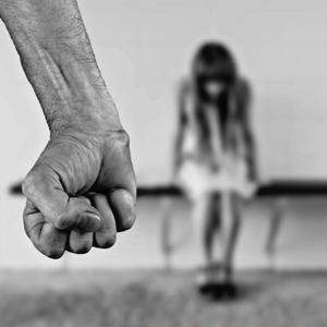 Violência contra a mulher aumenta durante confinamento